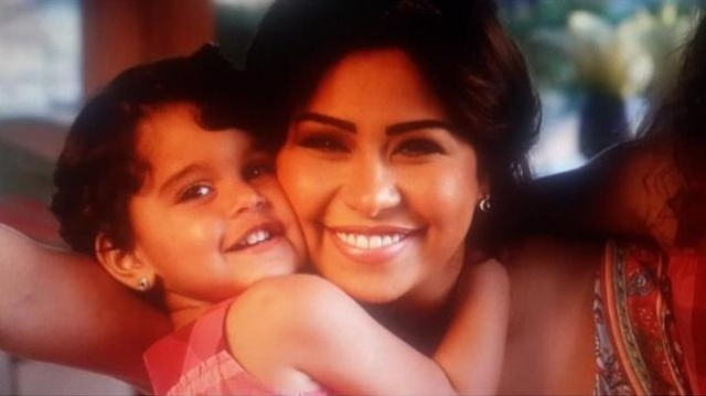 المطربة المصرية شيرين عبد الوهاب وابنتها