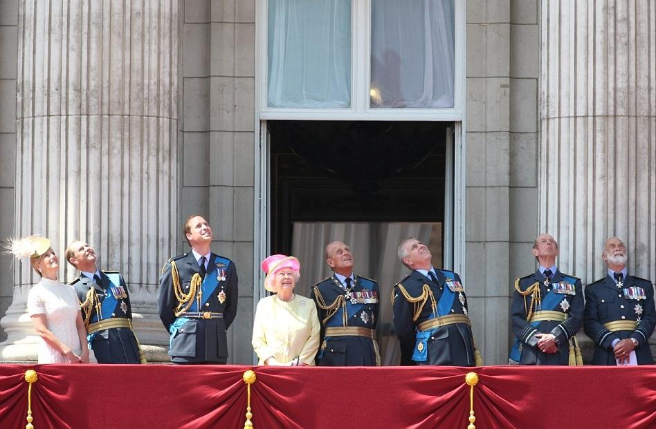 الملكة إليزابيث تحي المحاربين القدامى في الذكرى الخامسة والسبعين  (10)