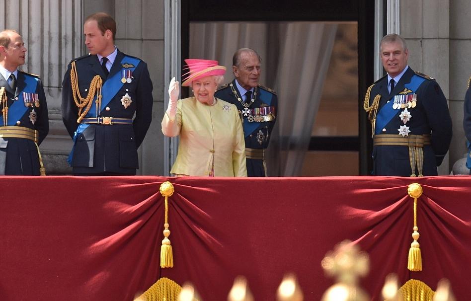 الملكة إليزابيث تحي المحاربين القدامى في الذكرى الخامسة والسبعين  (11)
