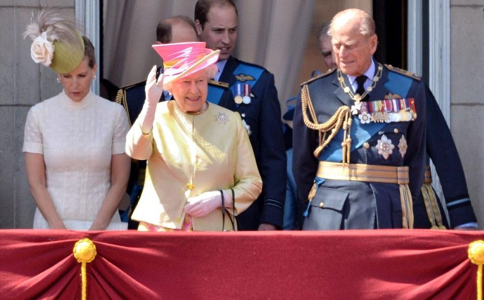 الملكة إليزابيث تحي المحاربين القدامى في الذكرى الخامسة والسبعين  (16)