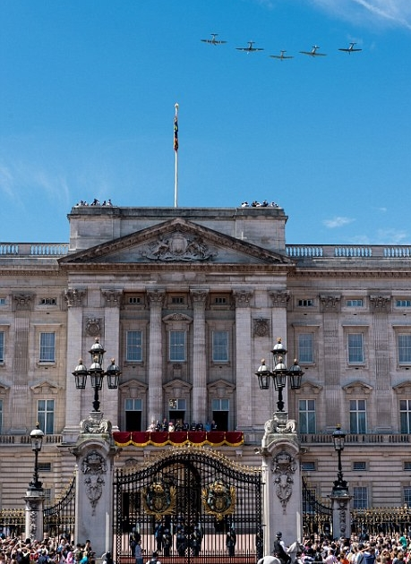 الملكة إليزابيث تحي المحاربين القدامى في الذكرى الخامسة والسبعين  (17)
