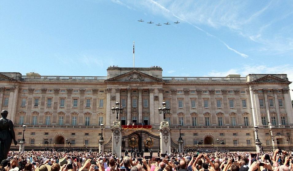 الملكة إليزابيث تحي المحاربين القدامى في الذكرى الخامسة والسبعين  (26)