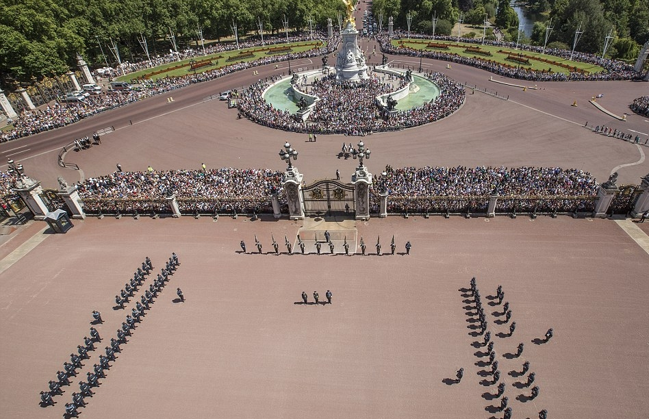 الملكة إليزابيث تحي المحاربين القدامى في الذكرى الخامسة والسبعين  (27)