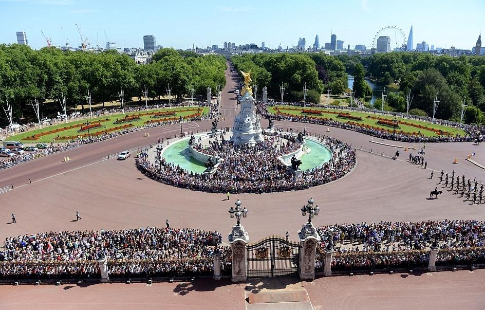الملكة إليزابيث تحي المحاربين القدامى في الذكرى الخامسة والسبعين  (28)