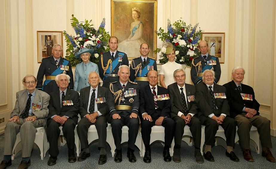 الملكة إليزابيث تحي المحاربين القدامى في الذكرى الخامسة والسبعين  (7)