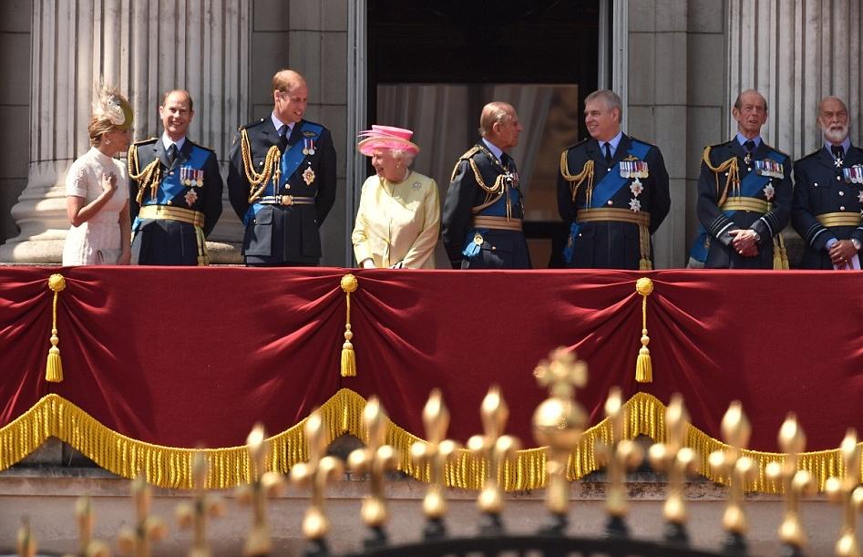 الملكة إليزابيث تحي المحاربين القدامى في الذكرى الخامسة والسبعين  (9)