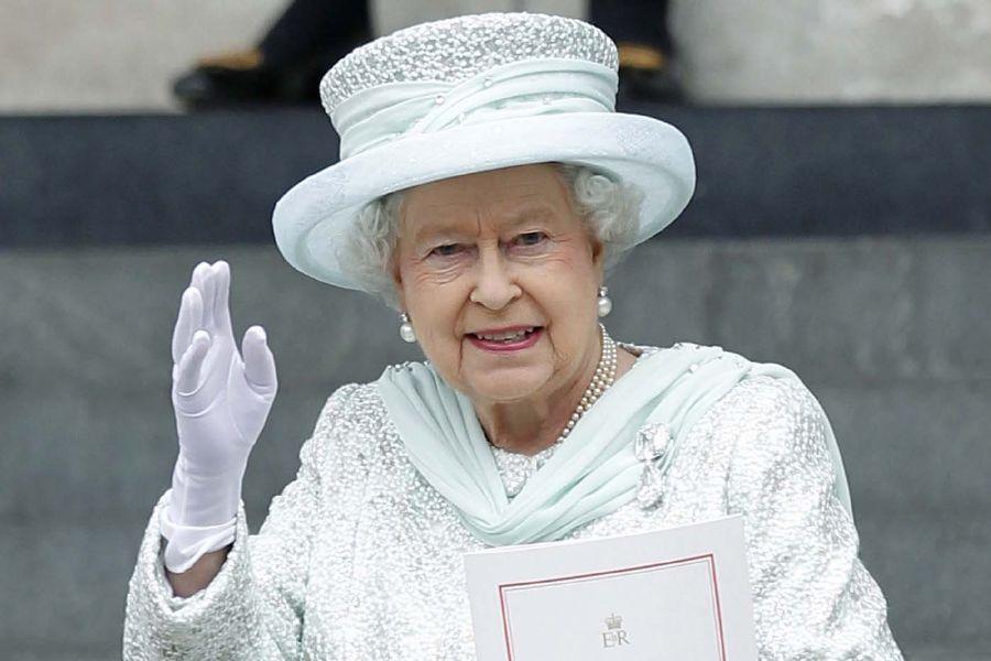 الملكة إليزابيث ملكة بريطانيا  (2)
