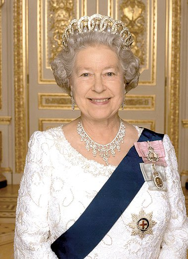 الملكة إليزابيث ملكة بريطانيا  (3)