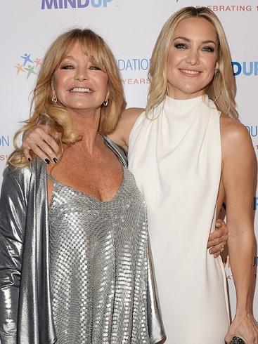 الممثلة غولي هاون وابنتها