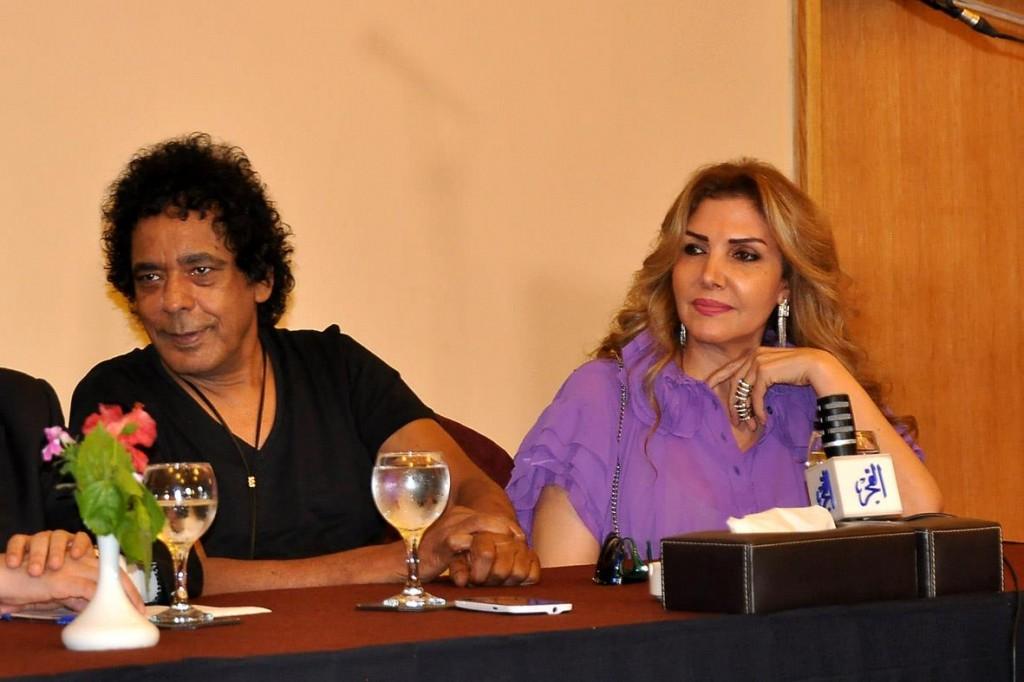 النجمة نادية مصطفى شاركت فى دعم هانى شاكر