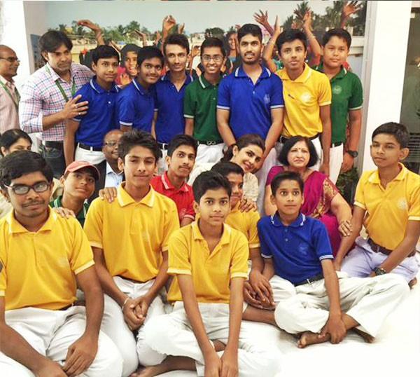 بريانكا شوبرا تحارب الفقر في الهند (1)
