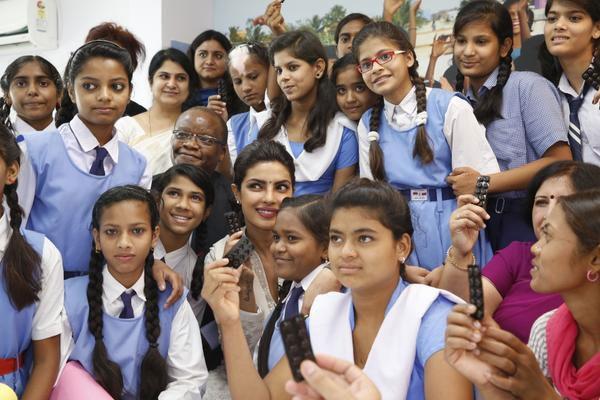 بريانكا شوبرا تحارب الفقر في الهند (3)