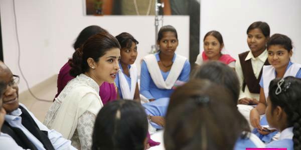 بريانكا شوبرا تحارب الفقر في الهند (4)