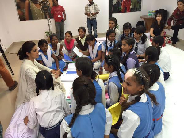 بريانكا شوبرا تحارب الفقر في الهند (5)