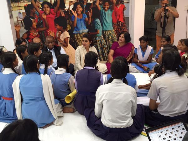 بريانكا شوبرا تحارب الفقر في الهند (6)