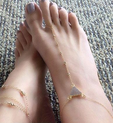 زيّني-قدميك-بأجمل-الخلاخيل-الذهبية-الناعمة-في-العيد-1273610