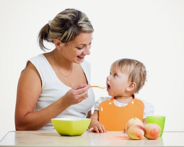 طعام الطفل والام