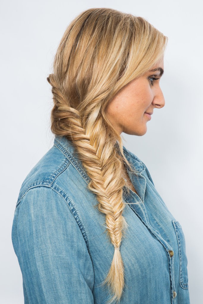 كيف تقومين بتصفيف شعرك على شكل ضفيرة مكونة من جزئيين (5)
