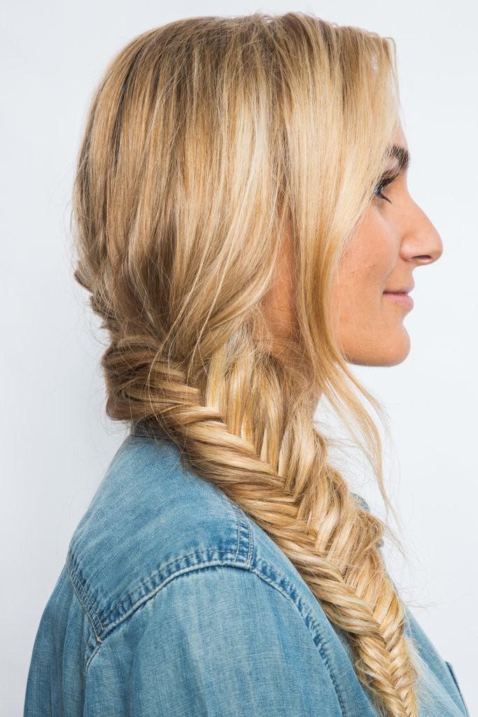 كيف تقومين بتصفيف شعرك على شكل ضفيرة مكونة من جزئيين (7)