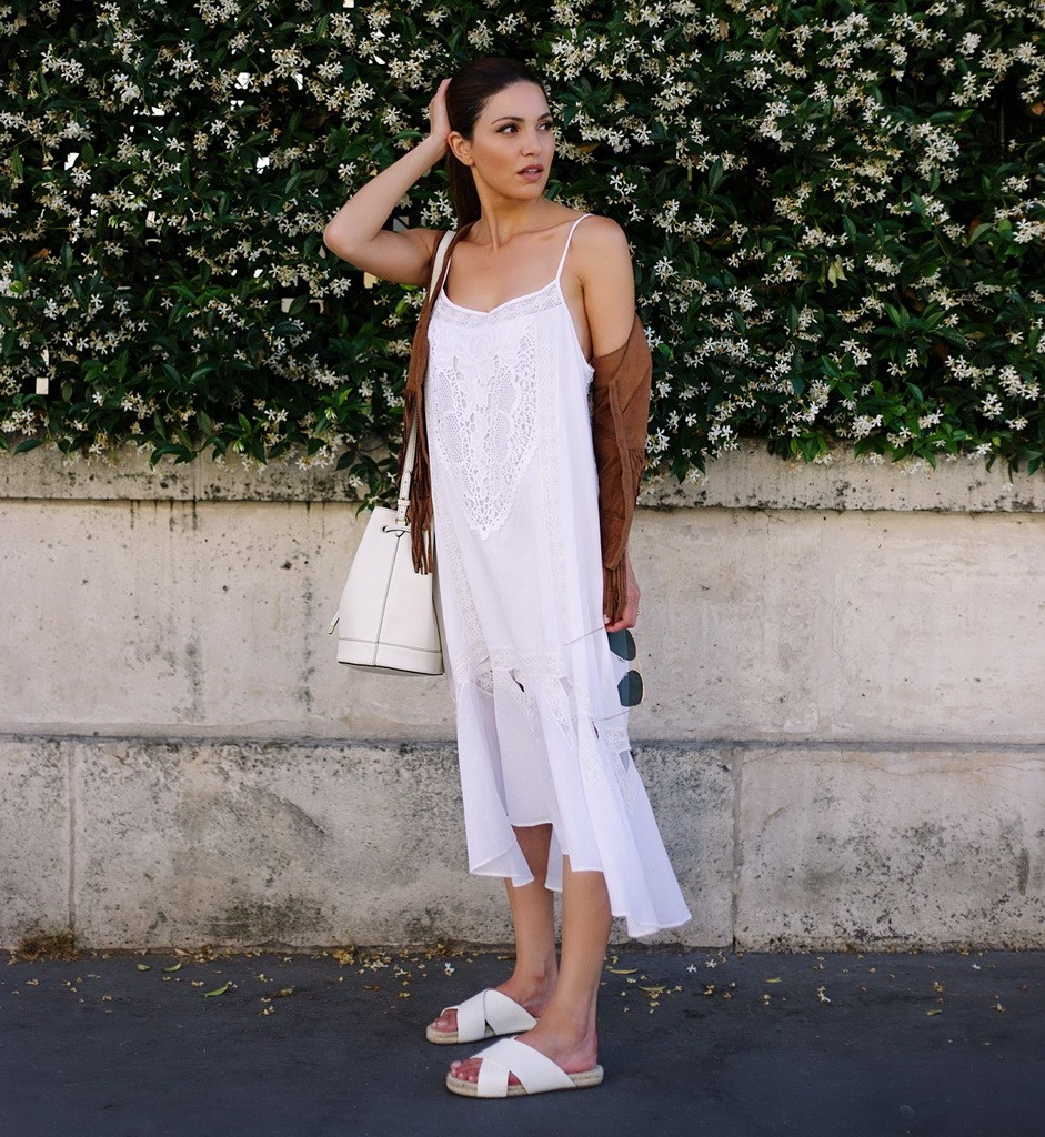 لوك صباحي مريح مع الفستان الأبيض