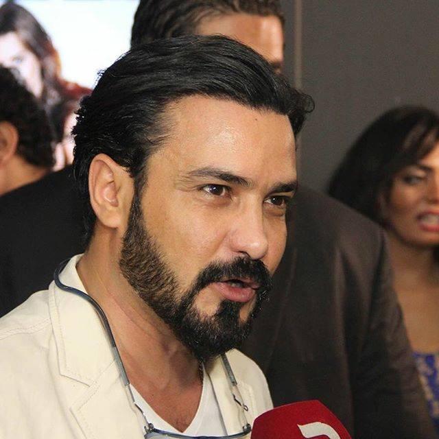 محمد رجب يهرب من الصحفيين أثناء عرض الخلبوص (7)