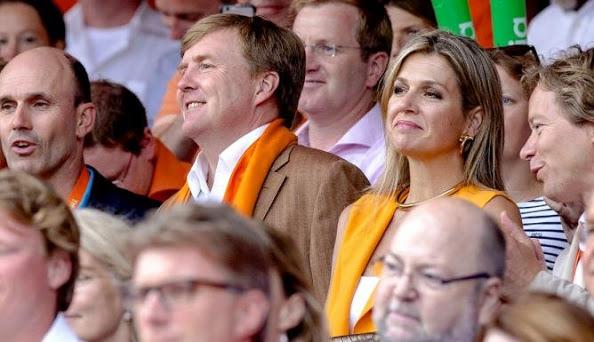 ملكا هولندا يحضران مباراة مثيرة وحماسية لكرة الطائرة الشاطئية (1)