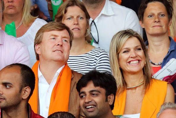 ملكا هولندا يحضران مباراة مثيرة وحماسية لكرة الطائرة الشاطئية (2)