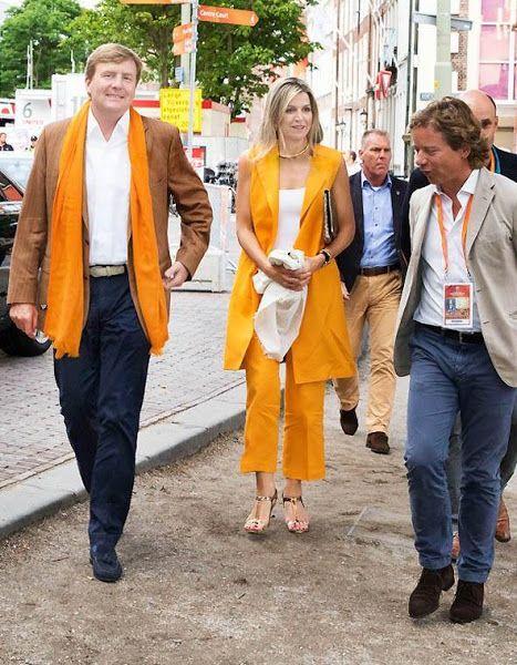 ملكا هولندا يحضران مباراة مثيرة وحماسية لكرة الطائرة الشاطئية (4)