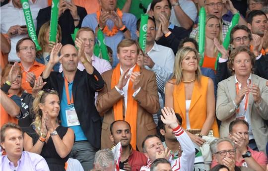 ملكا هولندا يحضران مباراة مثيرة وحماسية لكرة الطائرة الشاطئية (5)