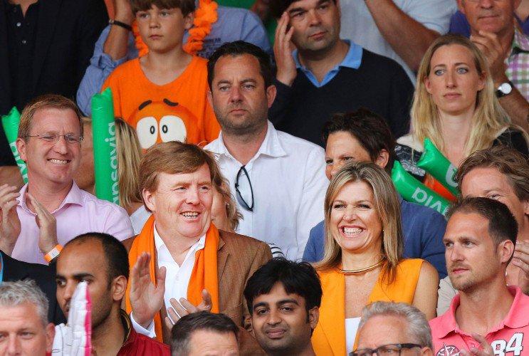ملكا هولندا يحضران مباراة مثيرة وحماسية لكرة الطائرة الشاطئية (6)