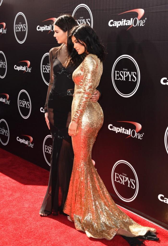 Kendall-Jenner-2015-ESPY-Awards-Alexandre-Vauthier-kylie--1024x1497