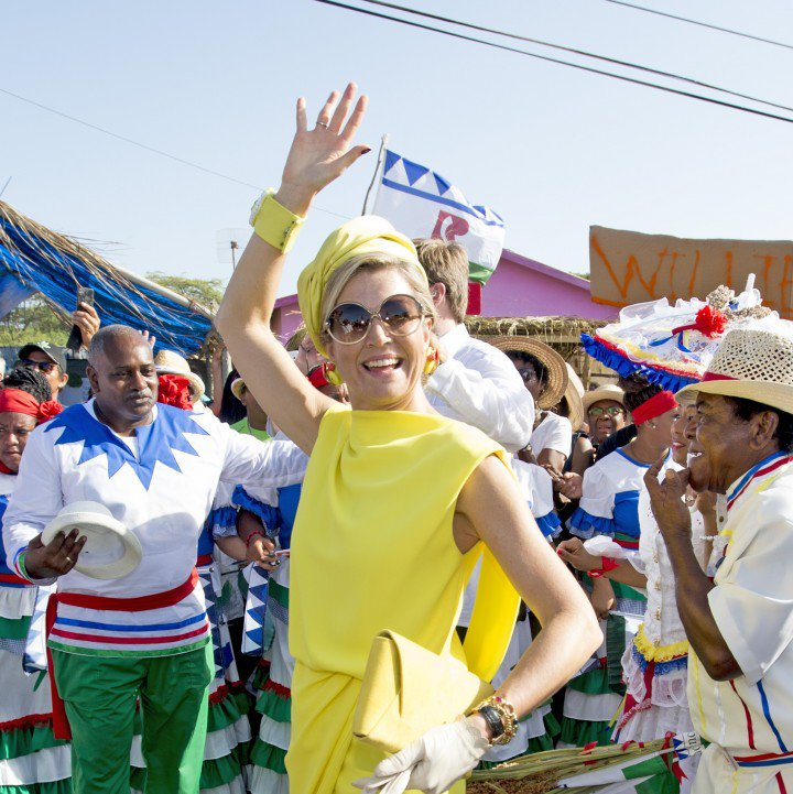 Máxima looking Caribbean chic in round specs