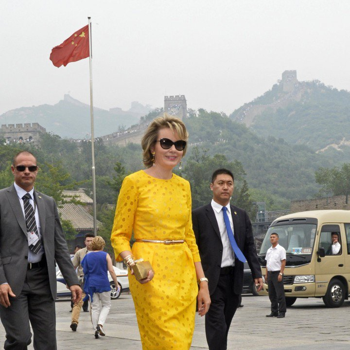 Queen Mathilde being a 'lucky cat' in China