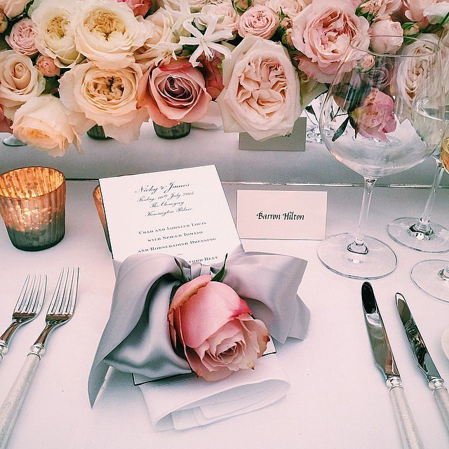 Roses-all-colors-made-table-arrangement-die