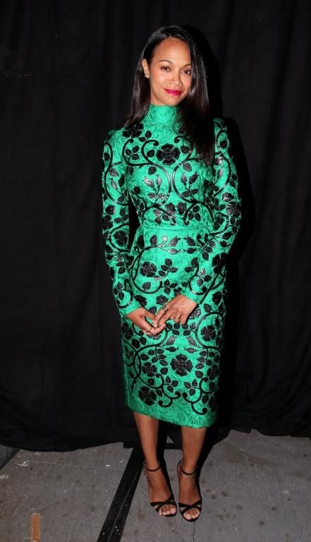Zoe Saldan في فستان محتشم من Dolce&Gabbana