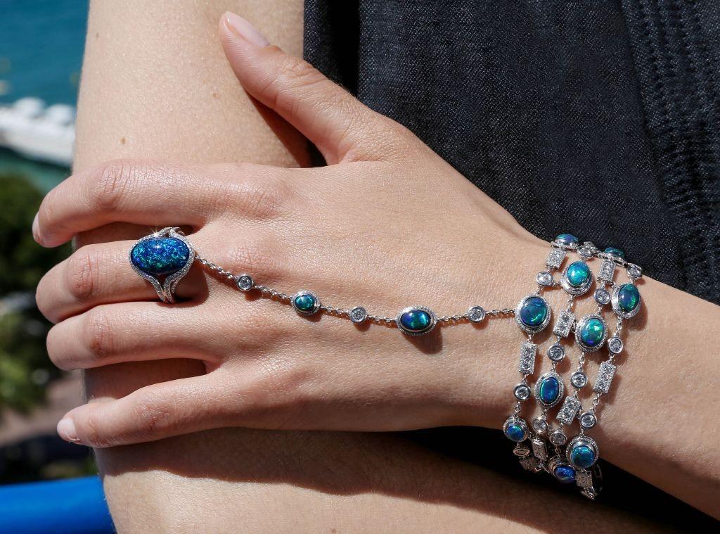 resized_850338-1001 Green Carpet Bracelet
