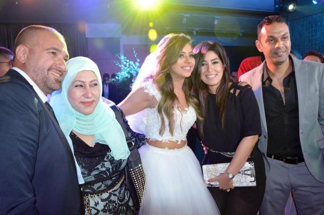 العروسان ومحمد عز العرب وزوجته أيتن عامر ووالدة أيتن