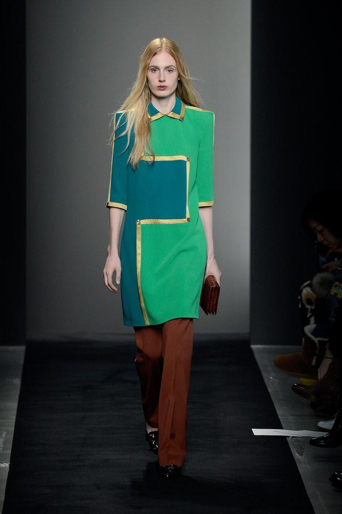 الفساتين والإطلالات التي تحمل رقع ملونة.