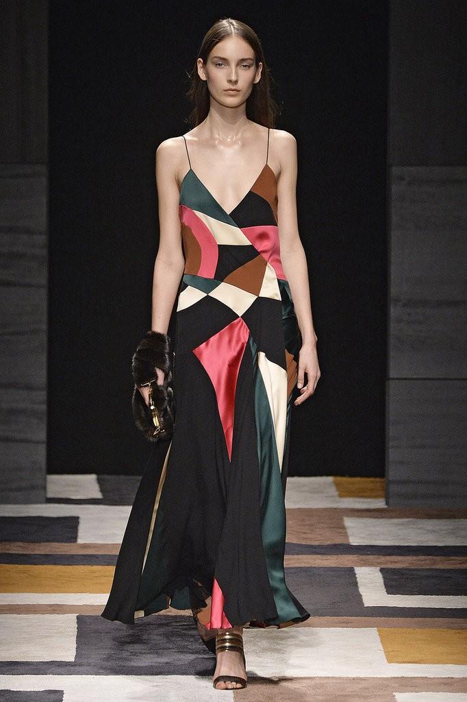 الفساتين والإطلالات التي تحمل رقع ملونة1
