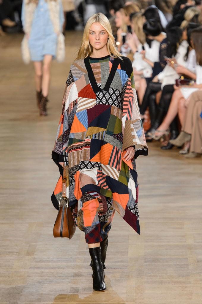 الفساتين والإطلالات التي تحمل رقع ملونة5