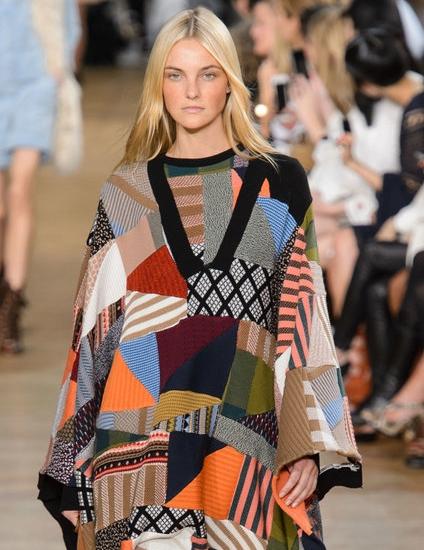 الفساتين والإطلالات التي تحمل رقع ملونة5.