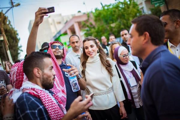 الملكة رانيا وابنتها في شارع الرينبو (10)