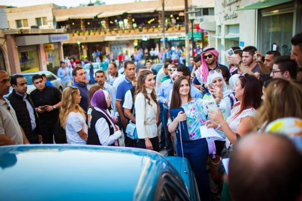 الملكة رانيا وابنتها في شارع الرينبو (2)