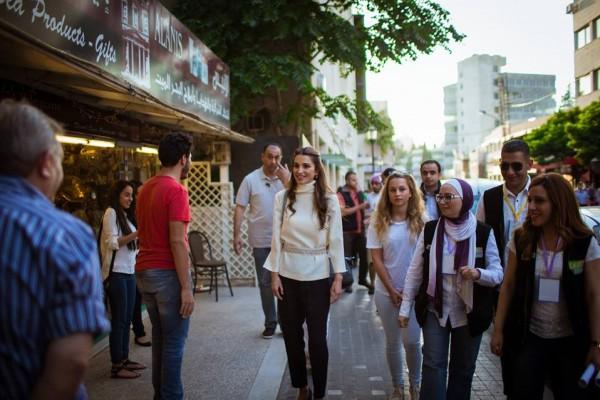 الملكة رانيا وابنتها في شارع الرينبو (3)