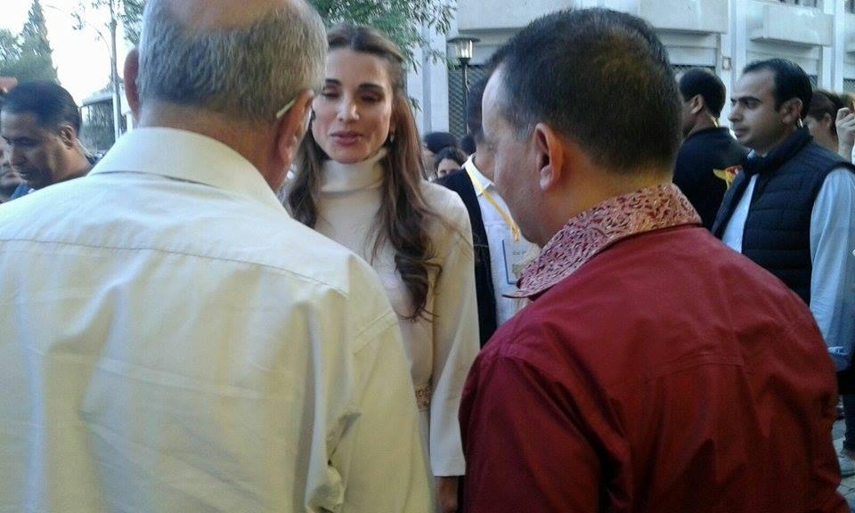 الملكة رانيا وابنتها في شارع الرينبو (6)