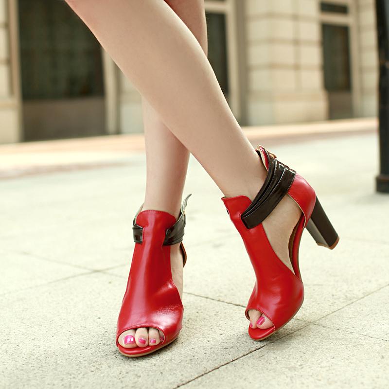 حذاء احمر مثير