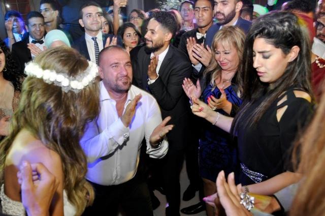 رقصة أيتن مع العروسين