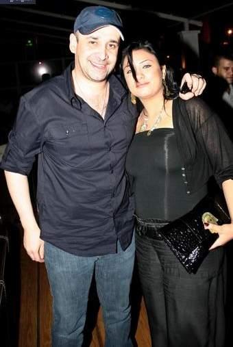 كريم عبد العزيز برفقة زوجته