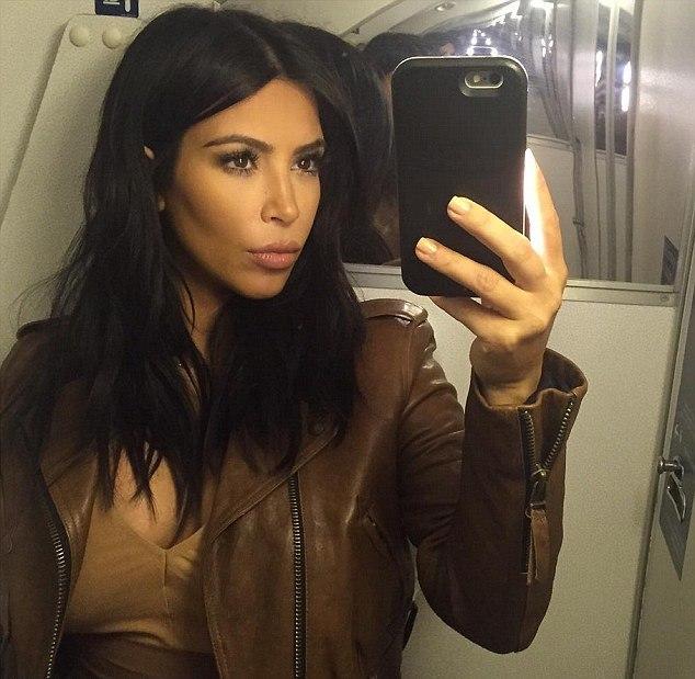 كيم كارداشيان على متن الطائرة