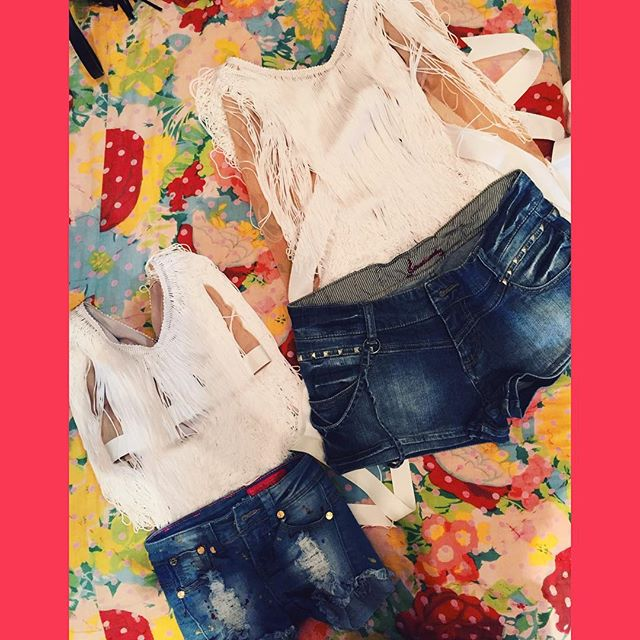 ملابس موحدة للفنانة نيكول وصغيرتها نيكول جونيور